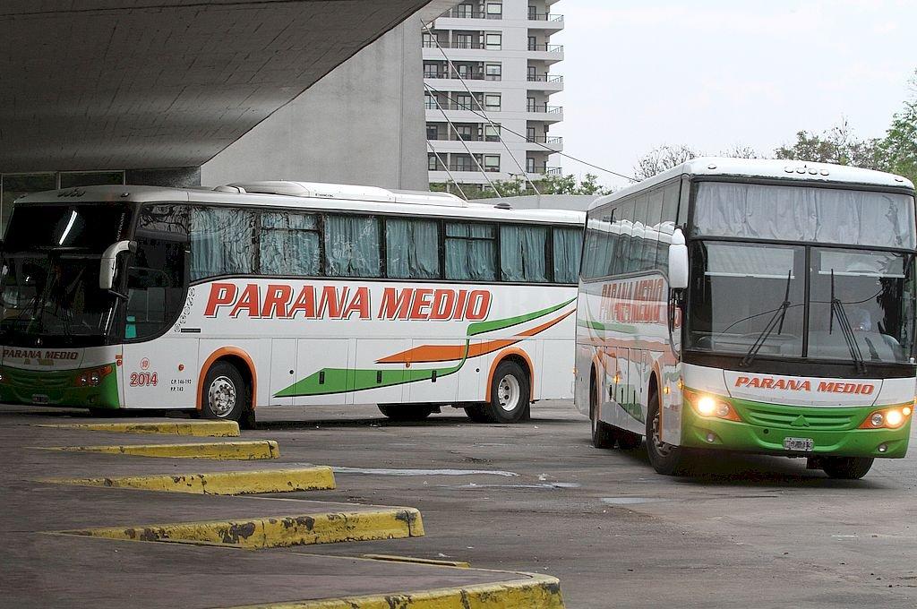 Paraná Medio, uno de los servicios de transporte interurbano que se retoman desde el lunes. Crédito: Manuel Fabatía