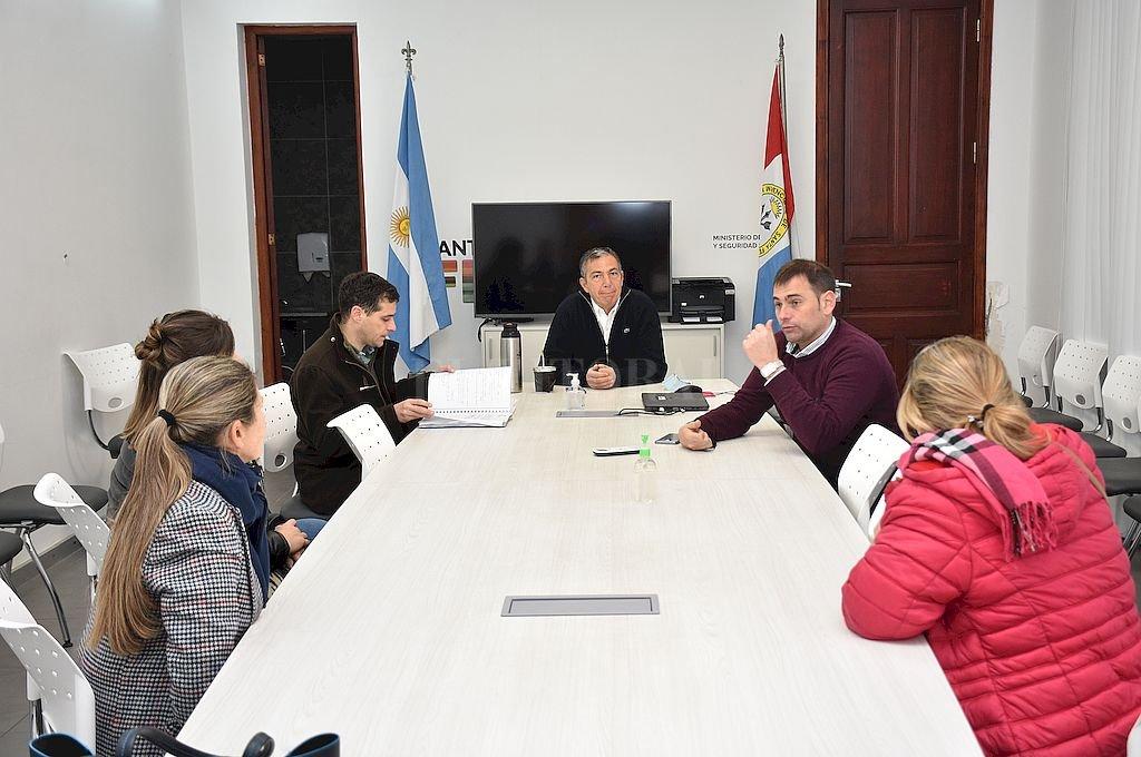 Audiencia. En el Ministerio de Trabajo se reunieron autoridades con representantes de Jardines.  Crédito: Flavio Raina