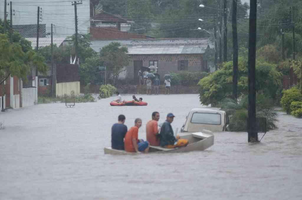 Unos 3.000 evacuados tras las intensas lluvias en el sur de Brasil  - Este es el segundo fuerte temporal que afecta a la región sur de Brasil en una semana. -