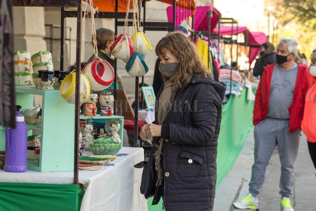En la Plaza Pueyrredón (Bv. Gálvez 1600), las artesanas y artesanos ofrecen sus producciones sábado y domingo, de 10 a 18. Crédito: Gentileza Municipalidad de Santa Fe