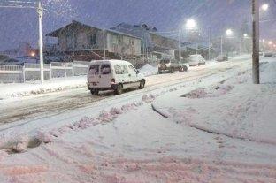 En fotos: la intensa nevada complica a Bariloche