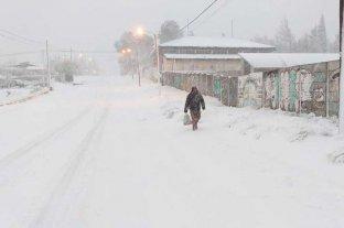 En fotos: la intensa nevada complica a Bariloche -  -