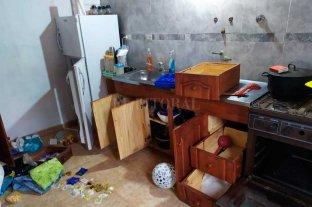 Robos y saqueos en  paraje El Chaquito  - El estado en que quedaron algunos de los inmuebles, tras el paso de los delincuentes.