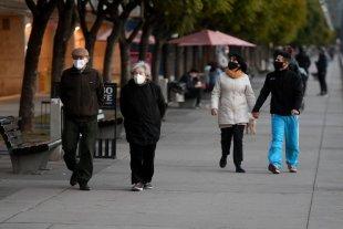 Confirmaron este viernes 29 nuevas muertes por coronavirus en Argentina - Ciudadanos de Buenos Aires aprovecharon el 9 de julio para pasear por la costanera. -