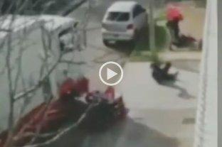 Video: Un sodero embistió con su camión a un motochorro para evitar un robo -