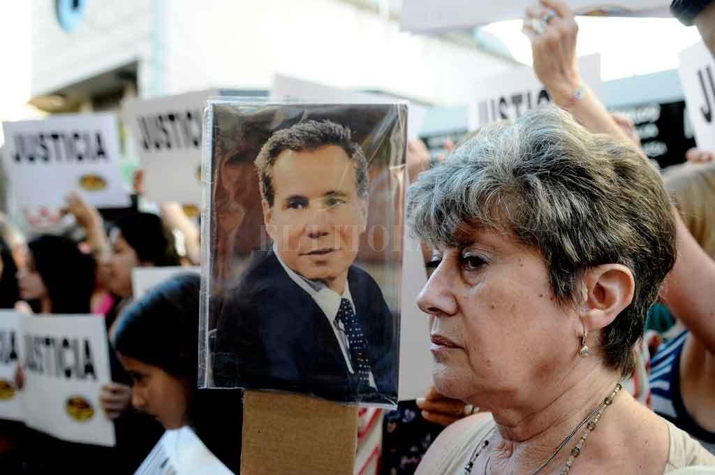 A poco de su muerte se realizaron movilizaciones en todo el país pidiendo por justicia. Gran parte de la ciudadanía descreía de la teoría del suicidio. Crédito: Archivo.