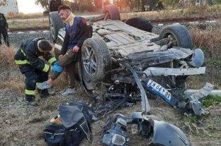 Un joven que manejaba la camioneta de Brian Fernández volcó en la Ruta 11   -