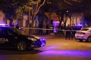 Asesinan a un joven y hieren a otro