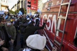Identificaron a tres de los manifestantes que agredieron a móvil y periodistas en el Obelisco