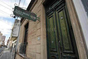 """Una sala independiente puso en marcha su """"operación salvataje""""  - El Taller es una sala cultural independiente y autogestionada que funciona en la casona ubicada en 1º de Mayo 2924 desde junio de 1999.  -"""