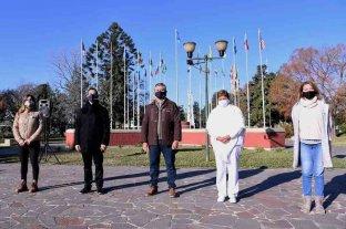 En el acto por el día de la Independencia Pilar homenajeó al personal de la salud