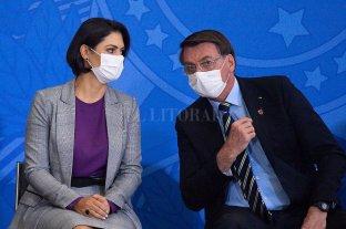 Brasil: la esposa de Jair Bolsonaro dio negativo al test de coronavirus