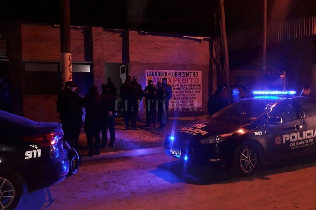 700 personas participaron de 4 fiestas clandestinas en la ciudad de Santa Fe - Más de 400 personas participaron de un fiesta en un lavadero. -