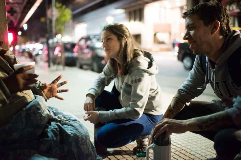 Recorridas nocturnas. Una de las tantas acciones solidarias que los voluntarios realizan en busca de lograr más equidad social.