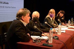 Debate sobre la pospandemia - Jorge Llonch, Pichi De Benedictis, Alejandra Rodenas y Flor Lattuada, los que participaron presencialmente. -