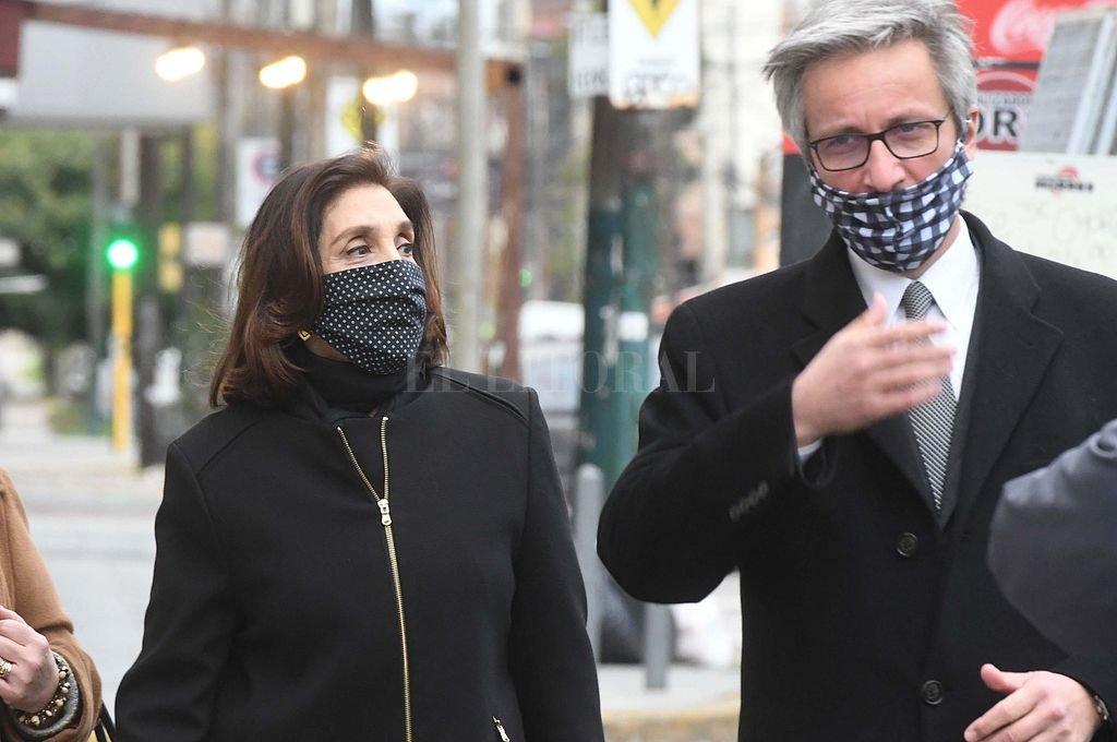 Silvia Majdalani en momentos de ingresar a los juzgados de Loma de Zamora acompañada por su abogado defensor.  Crédito: Telam