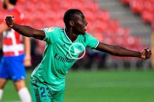 Real Madrid venció a Granada y acaricia el título