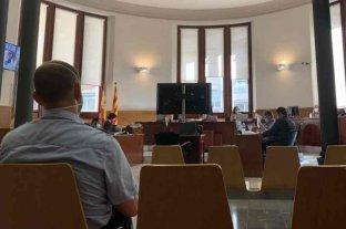 """Condenaron a dos de los diez jóvenes acusados de violar """"en manada"""" a una mujer en Barcelona"""