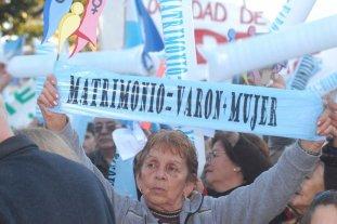 """A 10 años de su sanción, falacias que desterró la ley de matrimonio igualitario - Autodenominada """"Marcha por la Familia"""", 2010. -"""