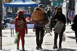 Santa Fe: casi el 40% del total de infectados está entre los jóvenes de entre 25 y 44 años -  -