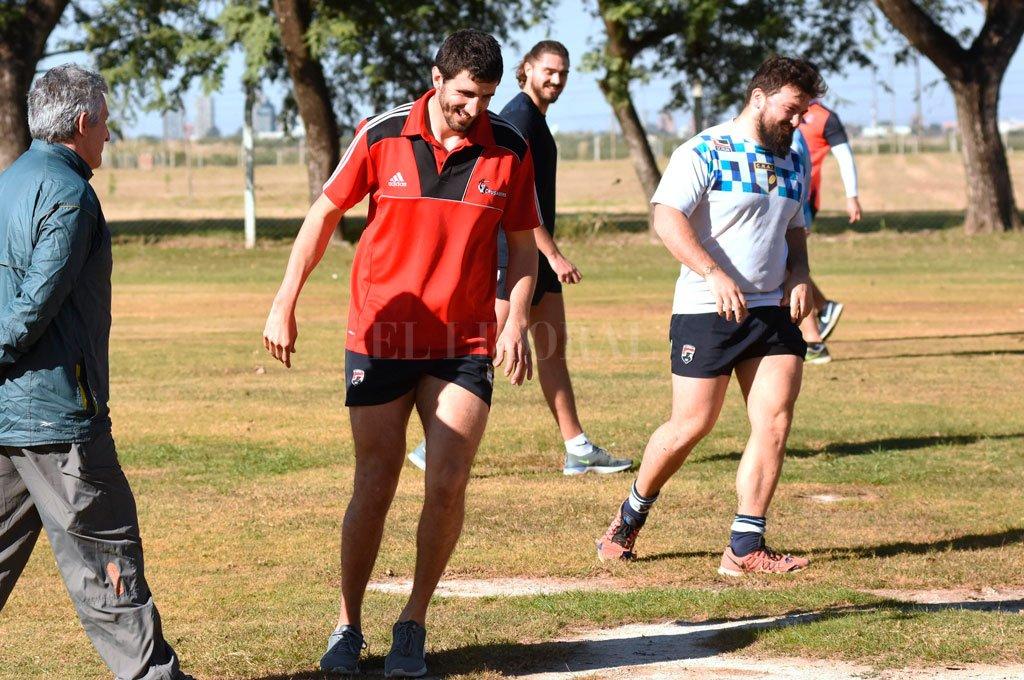 Felices, por estar nuevamente en el club, Joaquín Schierano y José Canuto encabezan un ejercicio realizado bajo estrictas medidas de prevención sanitaria Crédito: Pablo Aguirre