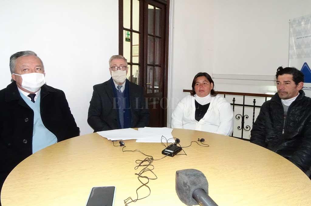 Nilda Valenzuela y Héctor Vera, padres de la víctima, participaron de una conferencia junto al fiscal regional Rubén Martínez y el fiscal de la Unidad de Género, Aldo Gerosa. Crédito: Agencia Reconquista
