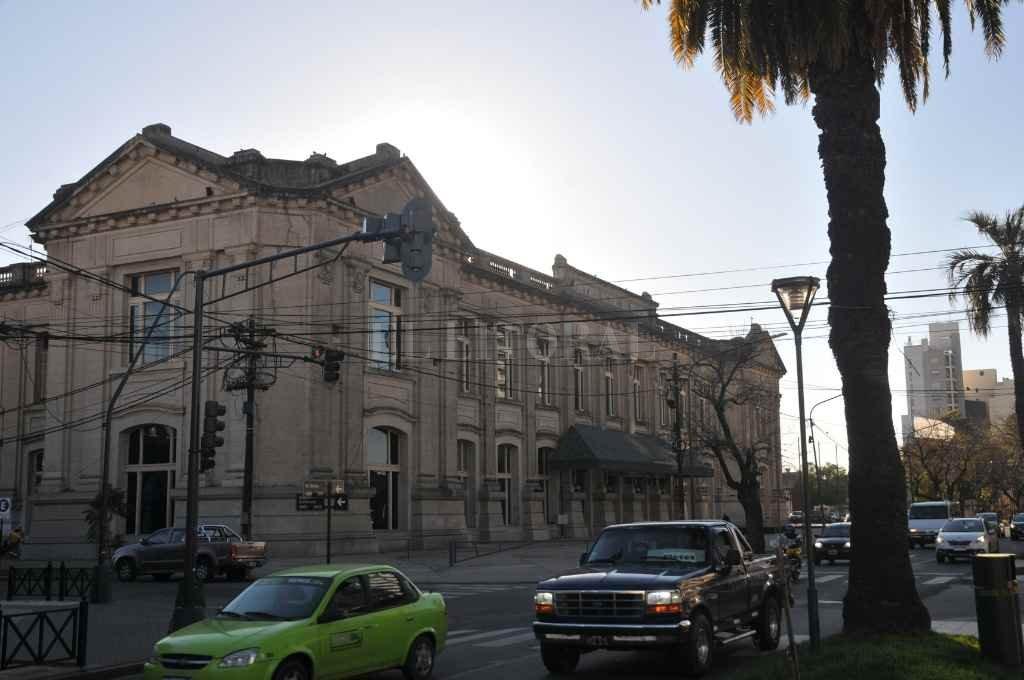 """La fachada del Centro de Convenciones """"Estación Belgrano"""", en Bv. Gálvez 1150. El lugar se ha consolidado como espacio emblemático de la ciudadanía santafesina.        Crédito: Flavio Raina"""