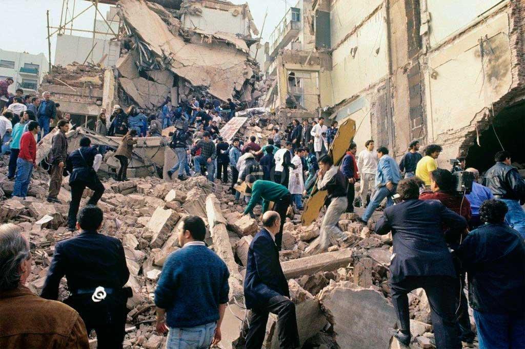 26 años del peor atentado ocurrido en suelo argentino cuando una bomba destruyó la sede de la Amia en Buenos Aires y dejó 85 fallecidos.  Crédito: Archivo El Litoral