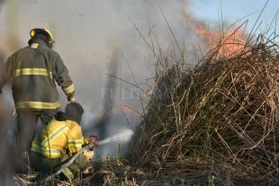 Las quemas no paran en Santa Fe y los bomberos piden responsabilidad social