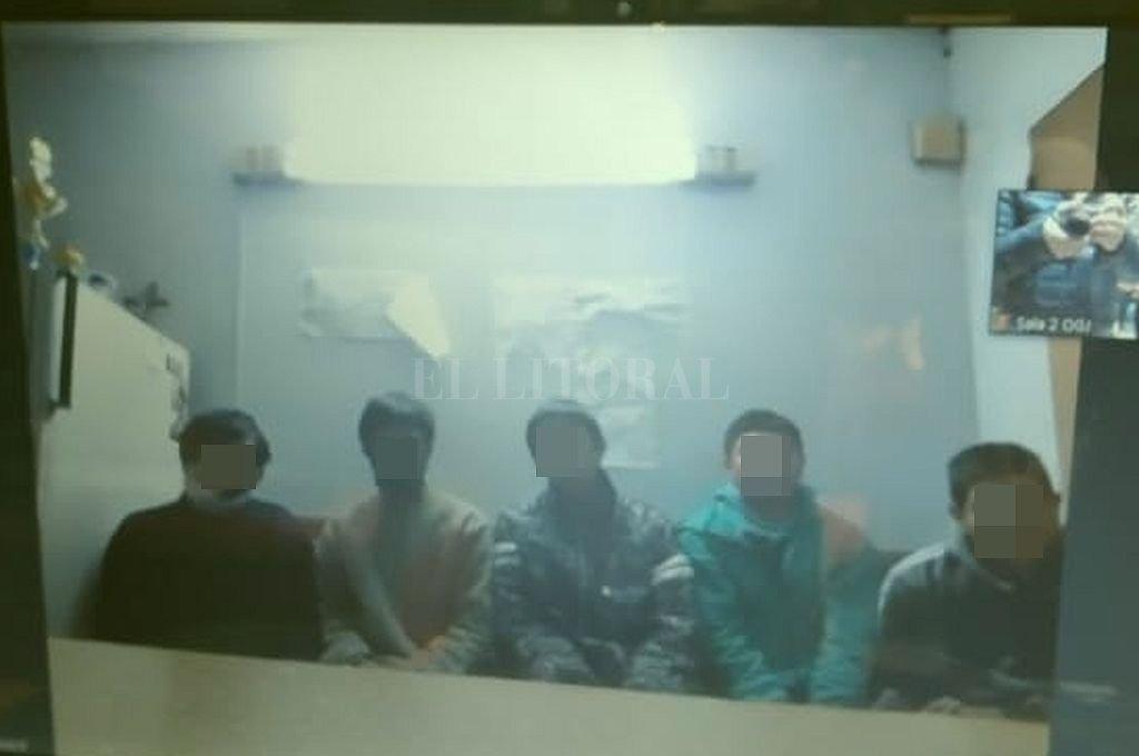 Los cinco adultos imputados y detenidos por el femicidio de la niña de 14 años. Crédito: Gentileza