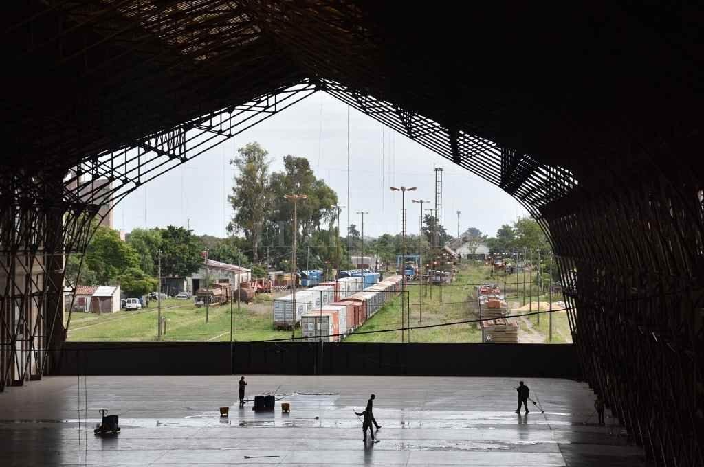 """La desafectación de la operatividad ferroviaria en el denominado """"Estación Santa Fe Pasajeros del FF.CC. Gral. Belgrano Ramal C, Tramo I"""" era un de los puntos clave para el proyecto urbanístico. Ahora, todo queda en suspenso: según Jatón, la iniciativa """"ha sido bajada"""".        Crédito: Flavio Raina"""