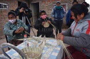 Qom Alphi: la cooperativa de mujeres que  teje con sus manos objetos de la cultura toba