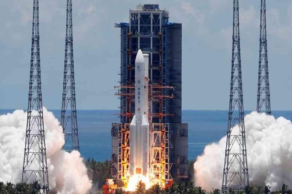La primera misión de exploración de China a Marte, tiene como objetivo orbitar, aterrizar y explorar su superficie, y obtener datos de exploración científica sobre el planeta rojo. Crédito: Reuters