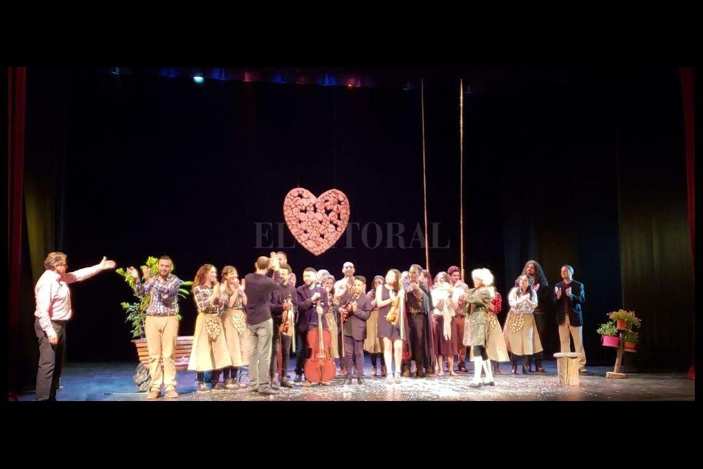 """La ópera """"Bastian y Bastiana"""", de Mozart, con dirección de Philip Salmon (a la izquierda de la imagen) fue el cierre de actividades de Santa Fe Lírica en noviembre. Crédito: Gentileza producción"""