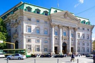 Retiros anticipados de unos 500 jefes y gerentes del Banco Nación generaron costos por casi $ 5.000 millones -  -