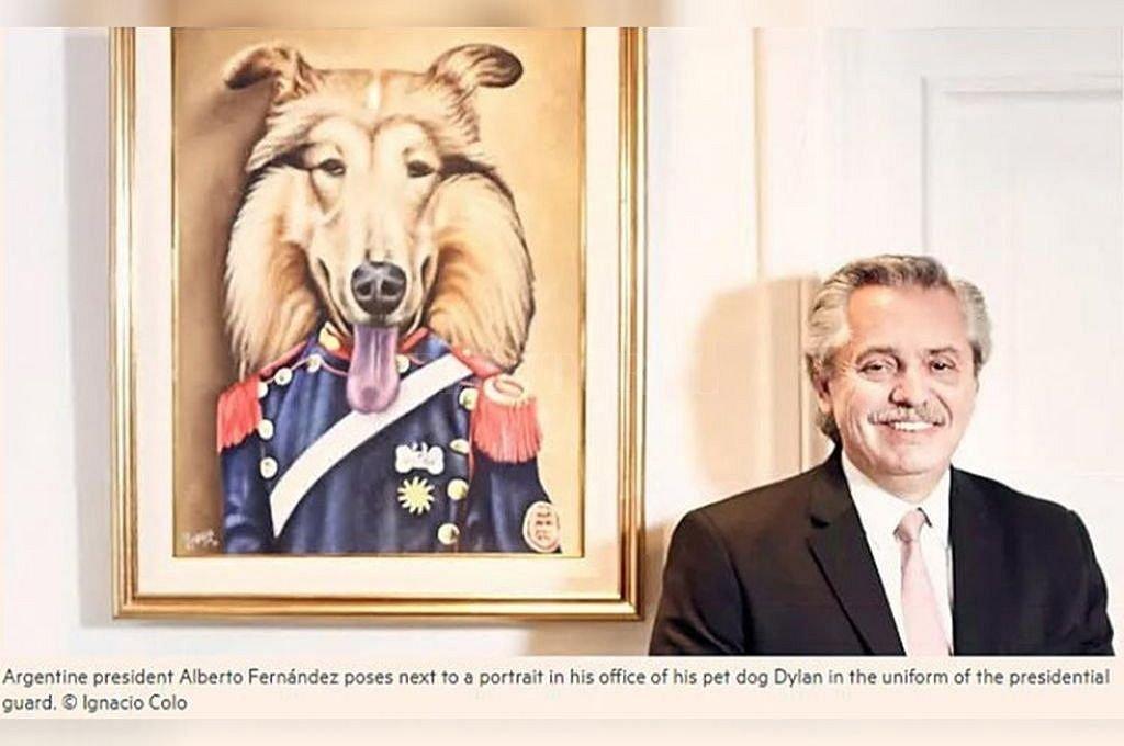 Imagen que Financial Times utilizó para graficar la nota: el Presidente posando delante de un cuadro de su perro Dylan. Crédito: NA