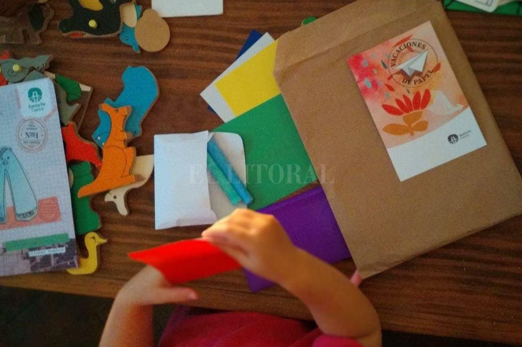 """Los kits educativos incluirán un juego denominado """"Vacaciones de papel"""" y otros dispositivos didácticos. Crédito: Gentileza"""