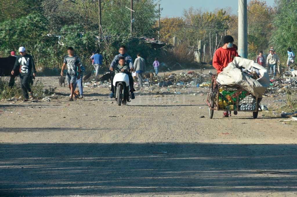 Calle Gobernador Menchaca, más conocida como Camino Viejo a Esperanza. Un proyecto de intervención permitirá transformar esa zona olvidada. Crédito: Flavio Raina