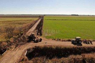 Reacondicionan caminos rurales entre Matilde y San Carlos Centro