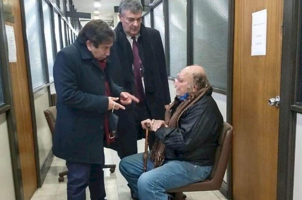 """Los abogados mencionaron que Ríos recibió un """"trato inhumano y degradante"""" y denunciaron que, antes de ser indagado, el jubilado estaba esposado en la fiscalía, pese a sus 71 años. Crédito: Archivo"""