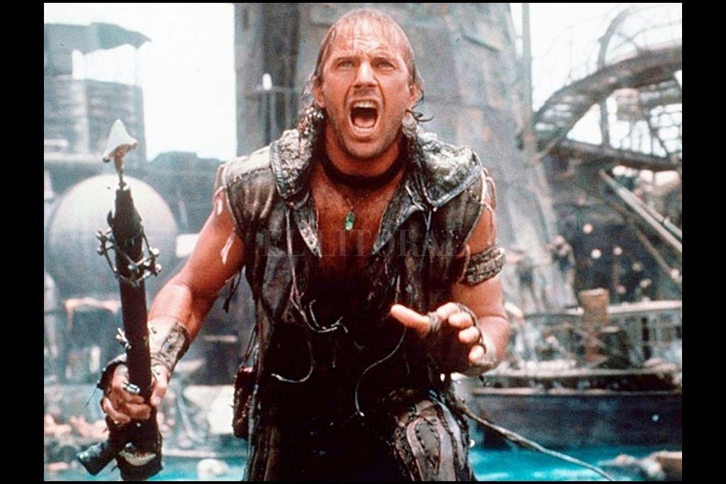 """Kevin Costner como un guerrero acuático en """"Waterworld"""", que cumple un cuarto de siglo desde su estreno.  Crédito: Universal Pictures"""