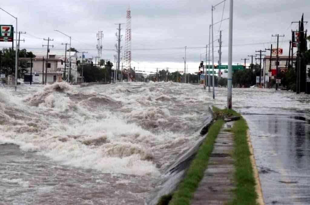 El paso de la tormenta Hanna en Monterrey, México. Crédito: Agencias