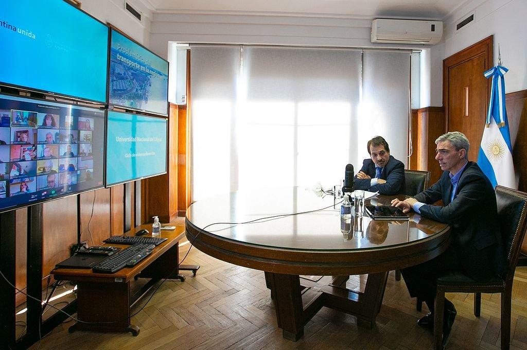El ministro Mario Meoni y su jefe de Gabinete, Abel De Manuele, dieron detalles del programa de infraestructura que lleva adelante la cartera de Transporte.  Crédito: Ministerio de Transporte