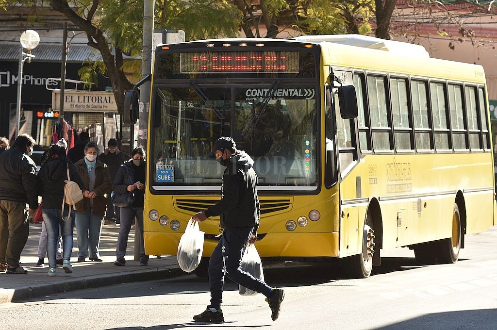 La prestación de un servicio clave seguirá tanto para las líneas urbanas como interurbanas. Crédito: Guillermo Di Salvatore