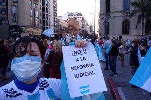 Manifestantes marcharon contra la reforma judicial