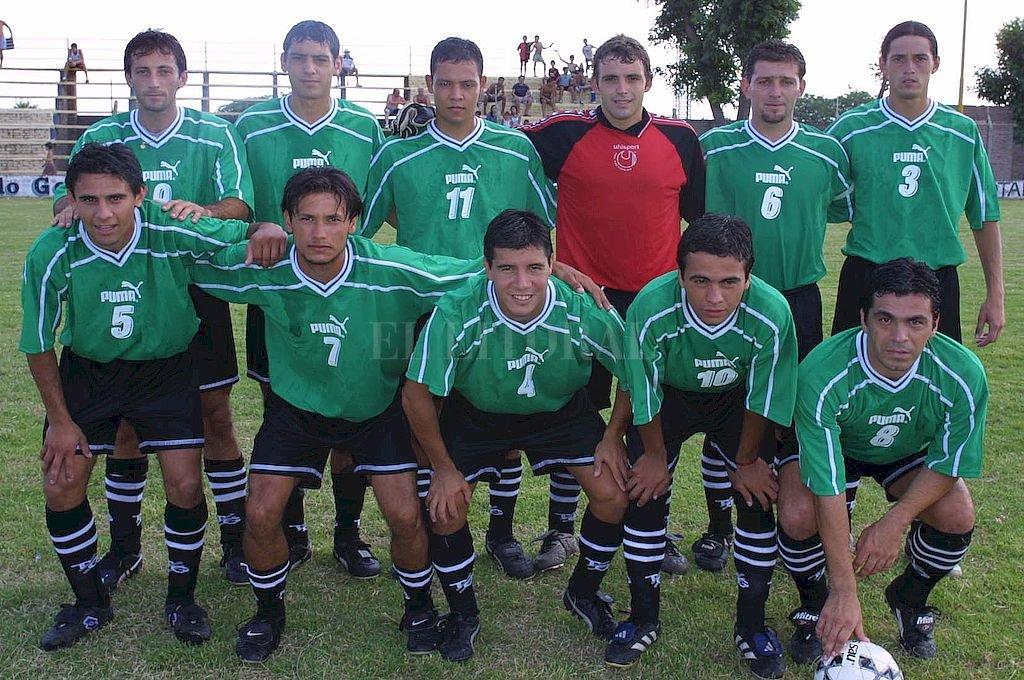 """San Cristóbal. Uno de los grandes equipos que hizo historia allá por el 2002 con """"Chiche"""" Calvet como entrenador.  Crédito: El Litoral"""