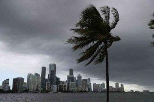 La costa este de EEUU, bajo alerta por la tormenta tropical Isaías