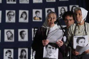 """Falleció Celina """"Queca"""" Kofman, referente santafesina de Madres de Plaza de Mayo - """"Queca"""" encabezando los actos por el Día de la Memoria en Santa Fe -"""