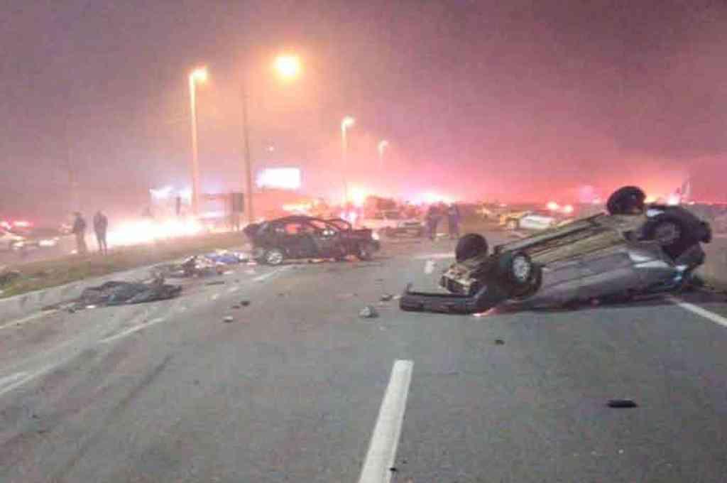 El vuelco de varios vehículos por accidente de tránsito en cadena en Brasil. Crédito: Gentileza