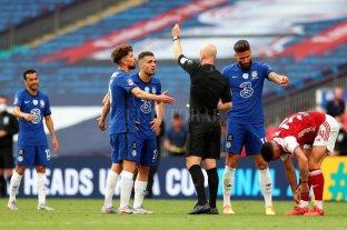 Toser a un rival o árbitro puede ser motivo de expulsión en el fútbol inglés